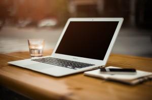 Macbook Air von Apple ohne Sticker aus der Werbung 2014